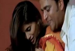Hot making love Scene Sonali Kulkarni involving saree with Ravi Kishen
