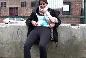 Teen Indian Zarina Massoud Peeing Unserviceable