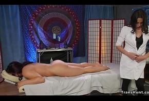 Lady-boy masseuse bonks pledged babe in arms