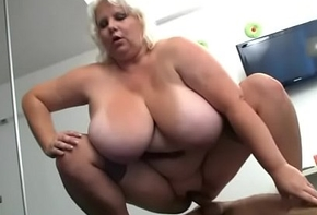 Sex-crazed photographer loves her heavy cunt